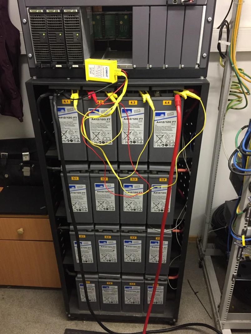 Подключенный датчик VCM-1 к аккумуляторной батареи для поэлементного мониторинга напряжения