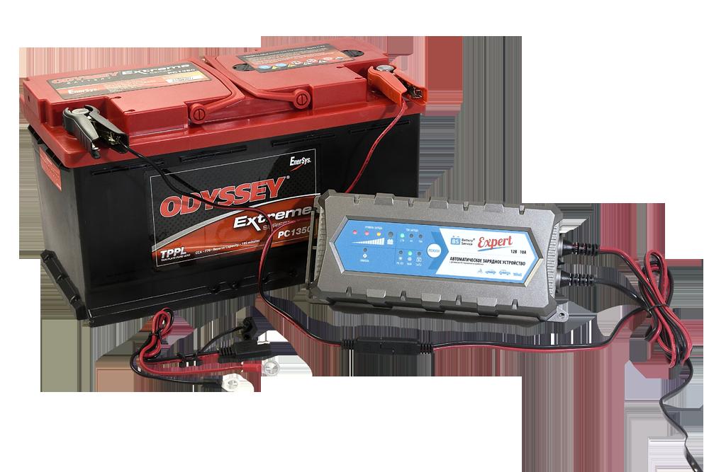 зарядное устройство заряжает новый аккумулятор