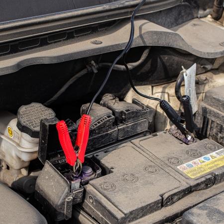 зарядка акб от солнца 450x450 - Зарядка автомобильного аккумулятора с помощью солнечных батарей