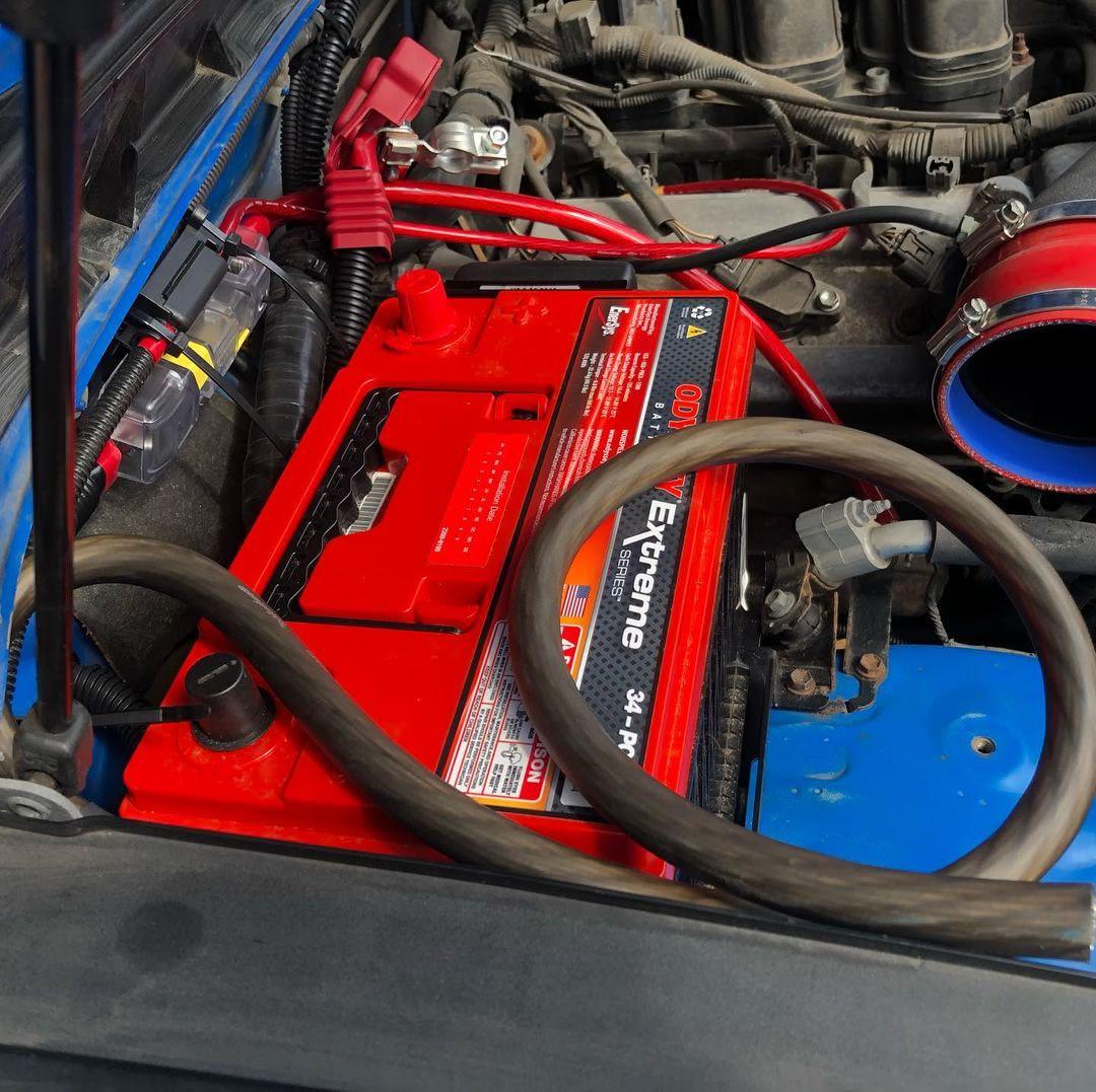 Дополнительный аккумулятор Odyssey на Toyota FJ Cruiser