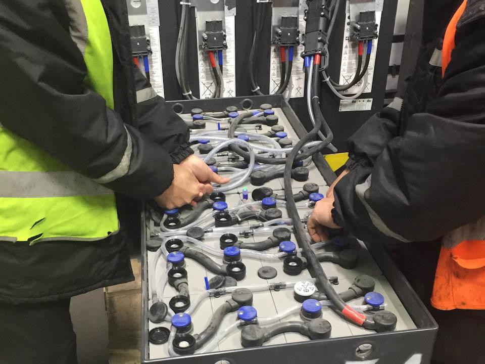 Проверка и комплексное обслуживание аккумуляторного парка